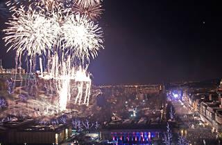 edinburgh's hogmanay street party fireworks