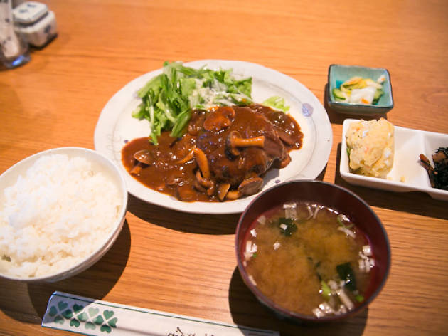 つばき食堂『つばき特製ハンバーグ』(910円)