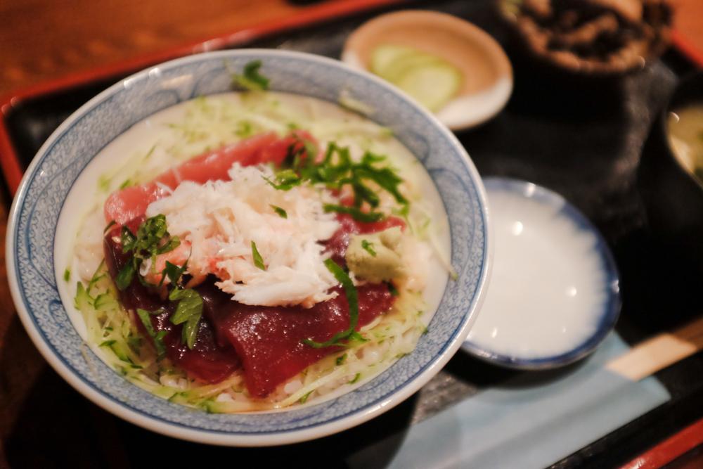 味家『本マグロとカニの二色丼』(1,000円)