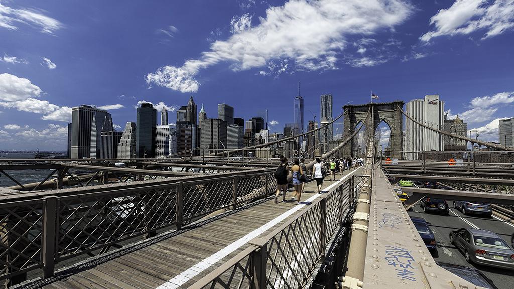 Manhattan to Brooklyn Walking Tour: Brooklyn Bridge and DUMBO