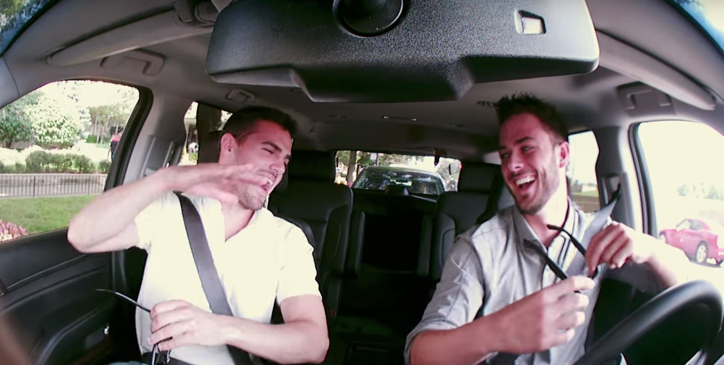 Cubs' Kris Bryant goes undercover as a Lyft driver
