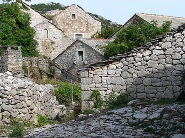 Nakovana Cave and Nakovana Village