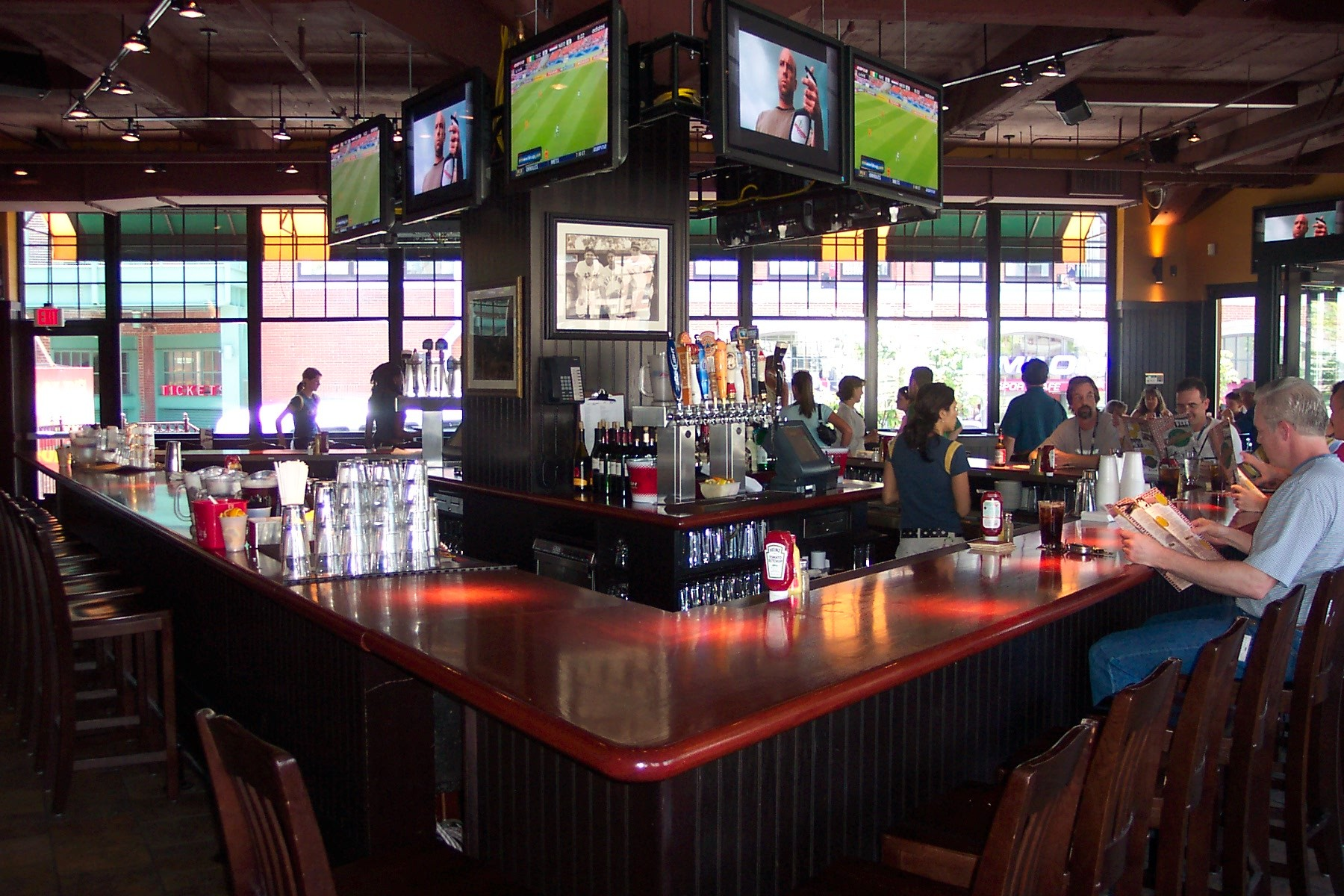 Best Sports Bars in Boston 2020: 13 Spots with Big Screens ...