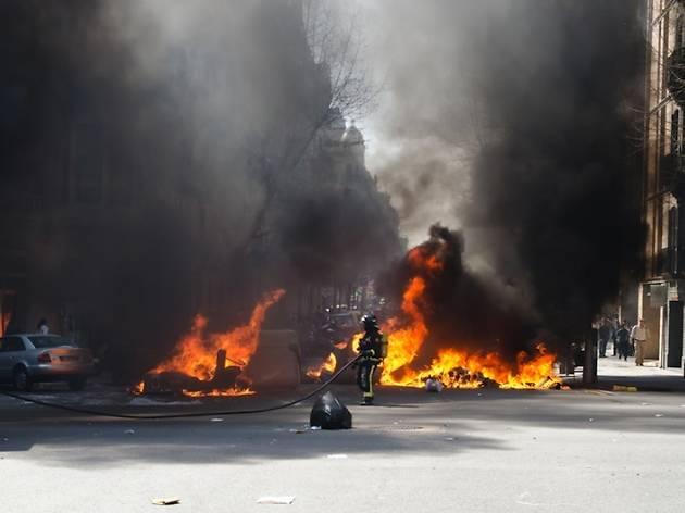 Aldarulls, foc, manifestació