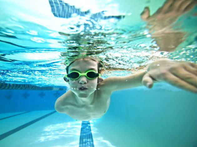 Natación para niños en Tallerines