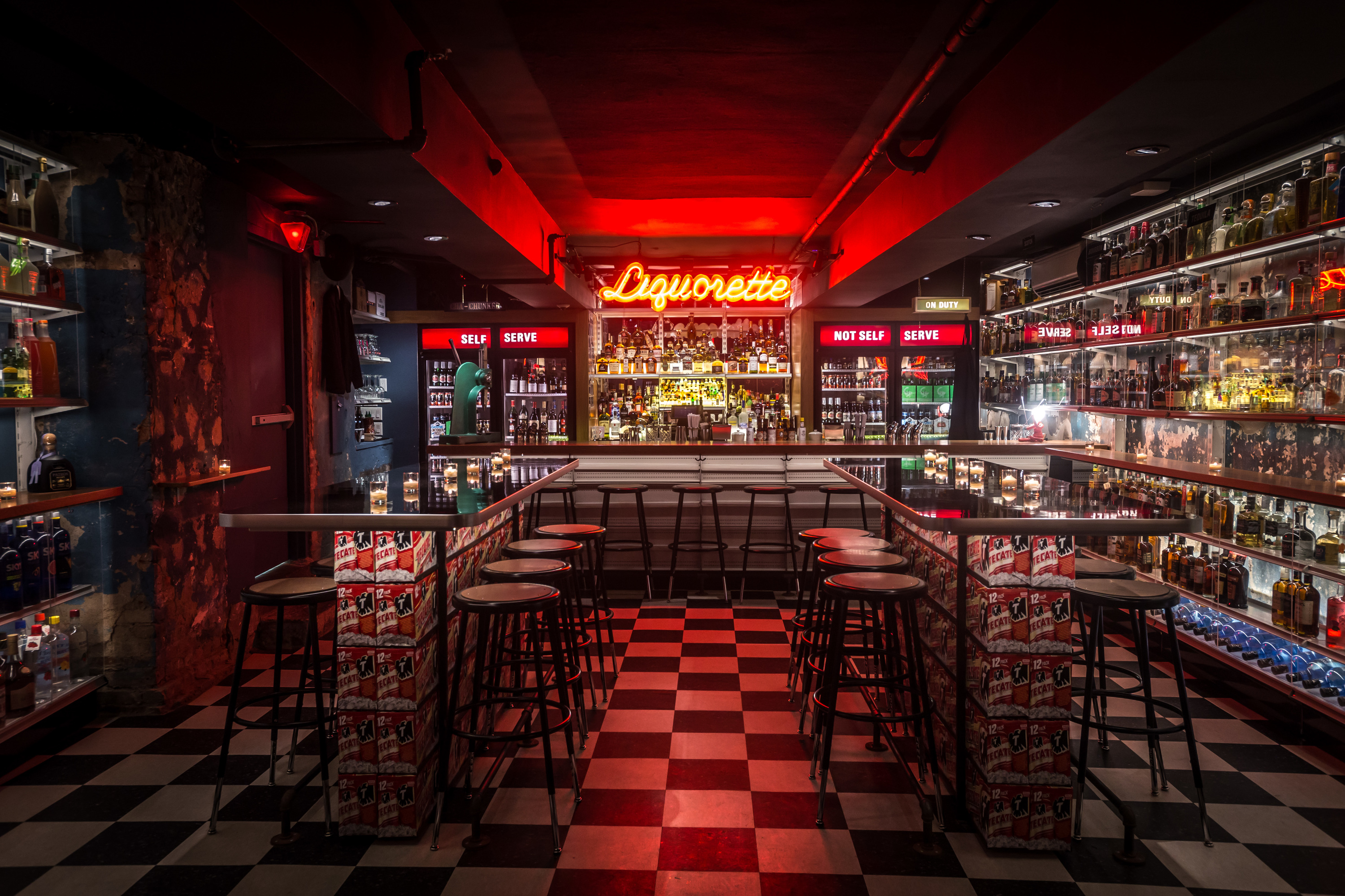 Best bars in chinatown nyc from dive bars to karaoke bars for Bar dive