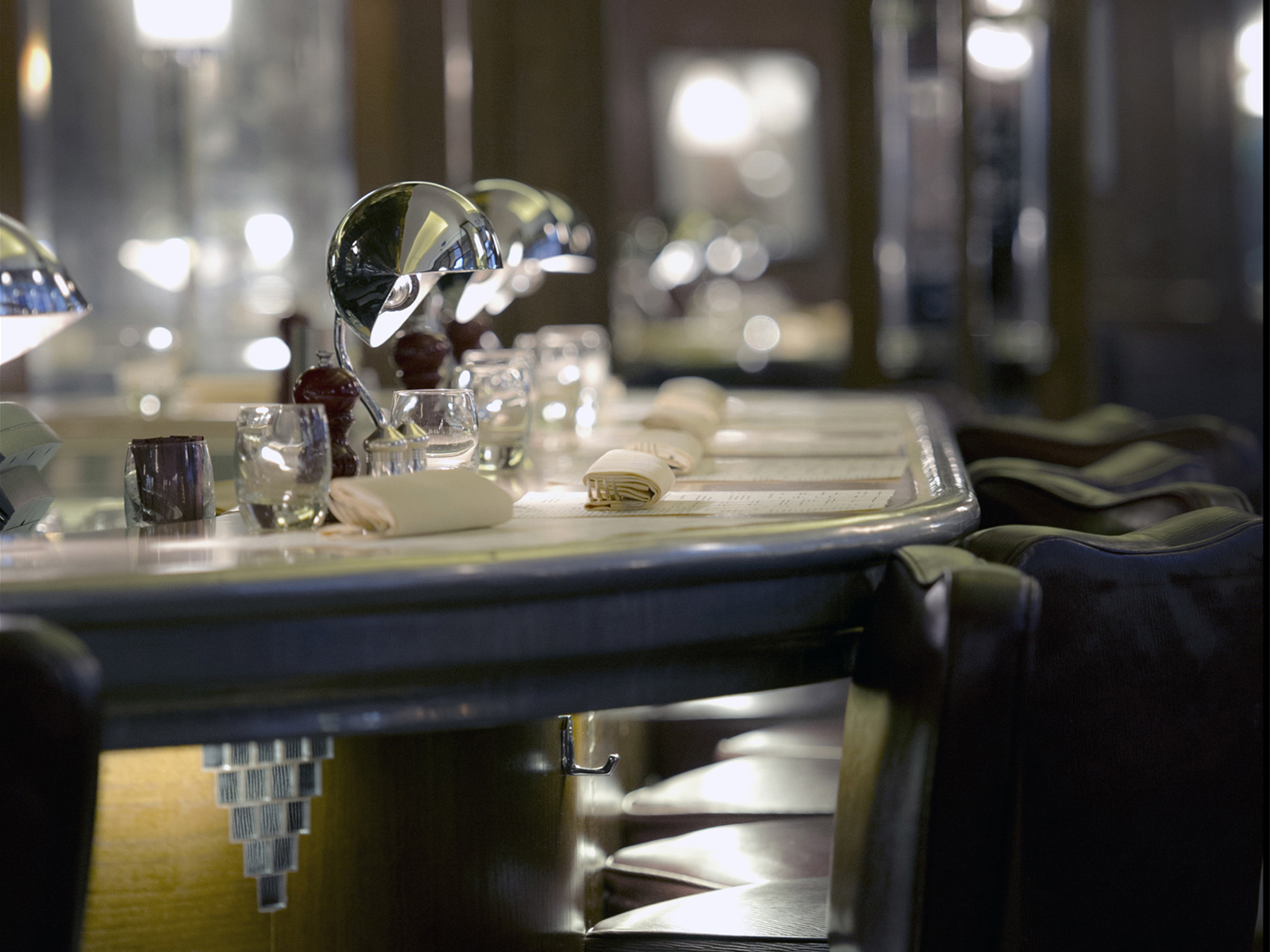 Counter dining in London, J Sheekey Oyster Bar