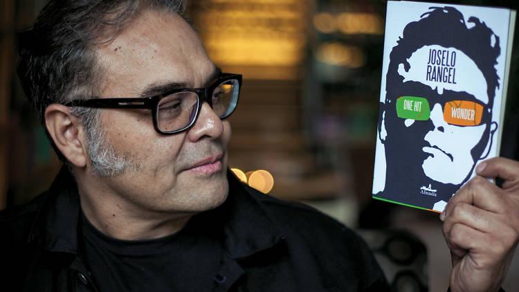 Joselo presenta su primer libro de cuentos.