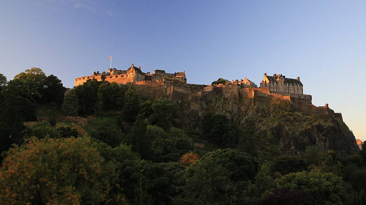 edinburgh castle autumn
