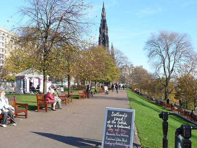 princes street gardens autumn scott monument