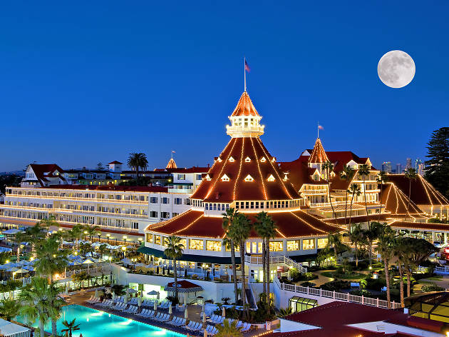 Get fancy with a starry brunch at the Hotel del Coronado