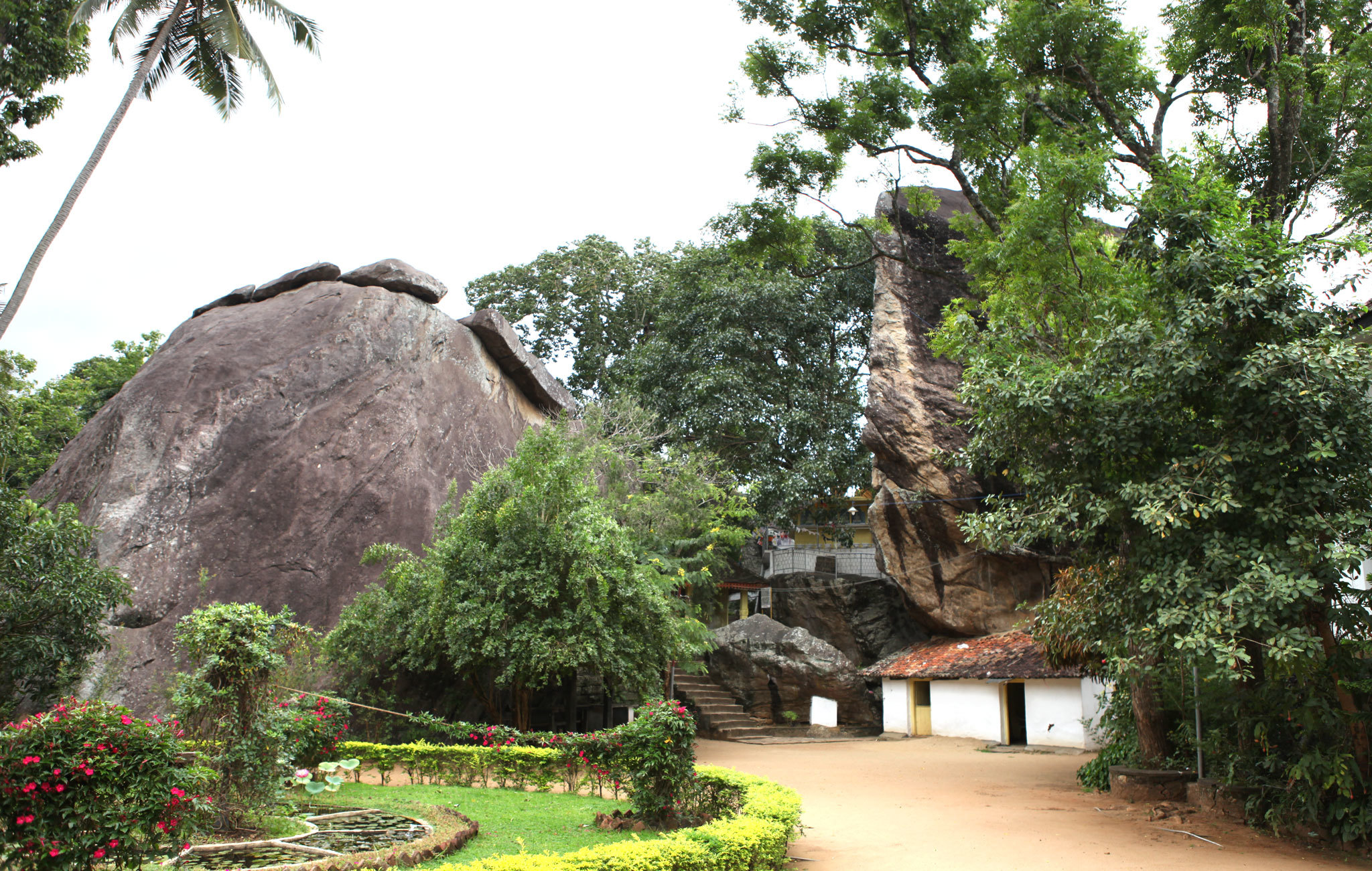 Aluviharaya Rock Temple