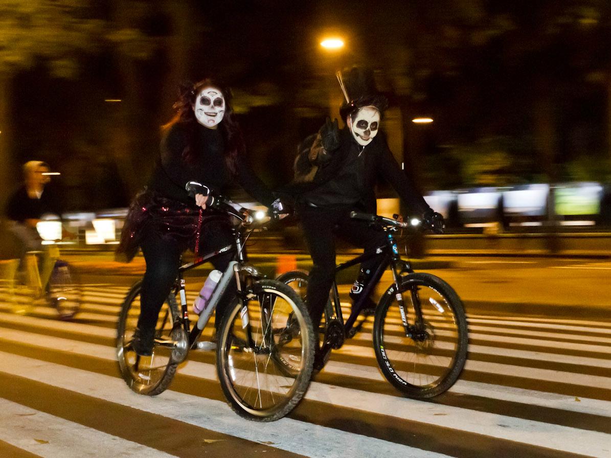Paseo nocturno en bicicleta Día de Muertos