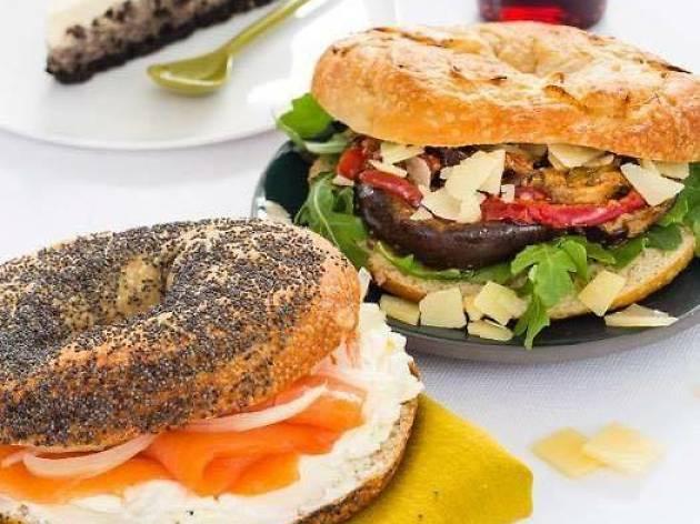 Ari's bagels restaurant Paris
