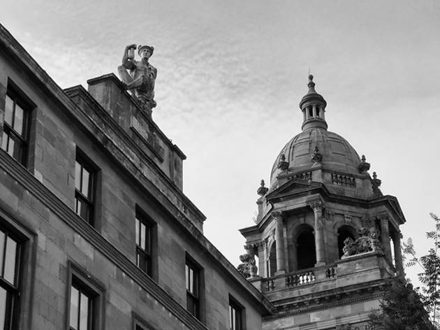 glasgow rooftop statue