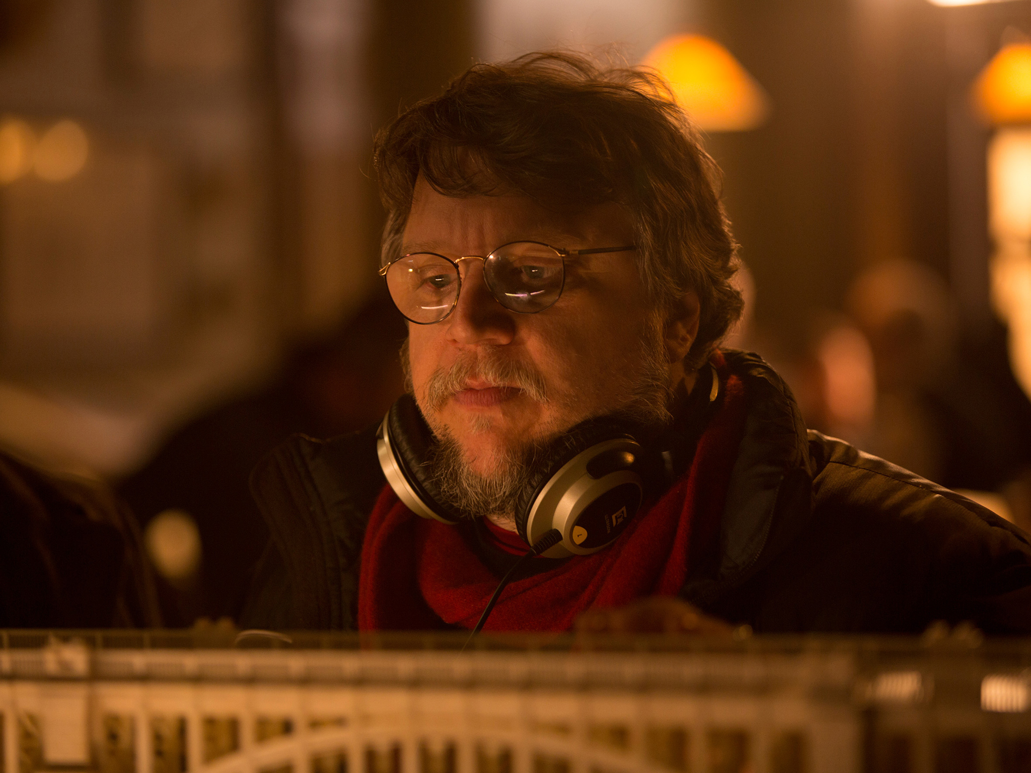 Guillermo del Toro on England giving him the creeps and setting 'Crimson Peak' in the UK