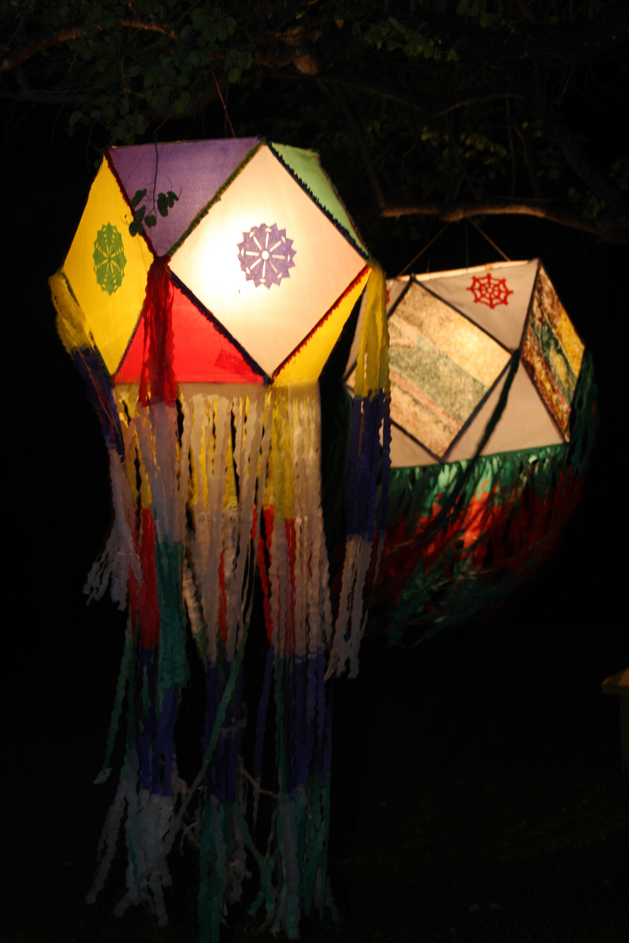Make a vesak lantern in six easy steps