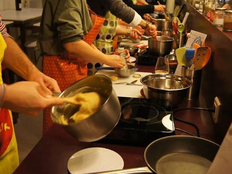 Prendre des tours de cuisine pour avoir le tour de main