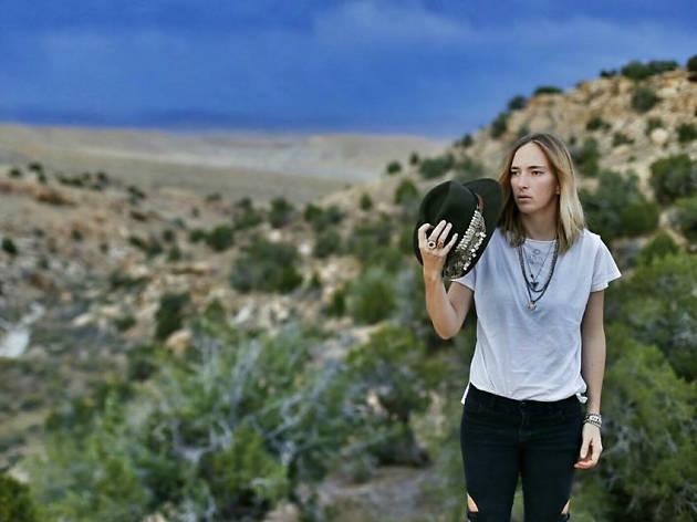 Panda Elliot regresa a México como solista con su nuevo disco Forastera