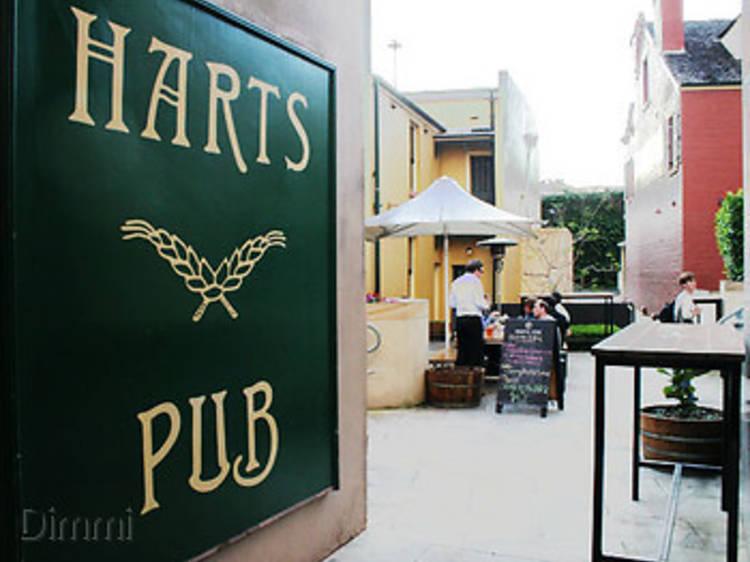 11am – Harts Pub