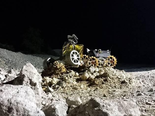 月面探査ローバーの展示、体験操縦会
