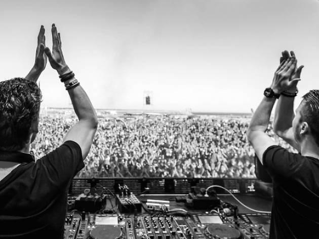 El dueto holandes, Sick individuals llega a México