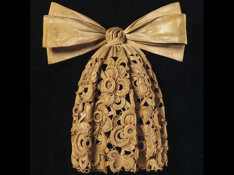 Grinling Gibbons, limewood cravat, 1690