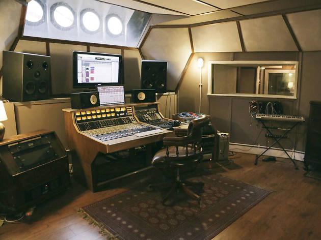 free studio: converse rubber tracks