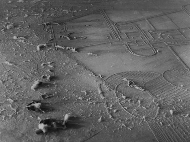 Dust Histoire de Poussière (Élevage de poussière, Man Ray et Marcel Duchamp, 1920, Courtesy Galerie Françoise Paviot © ADAGP, Paris, 2015)