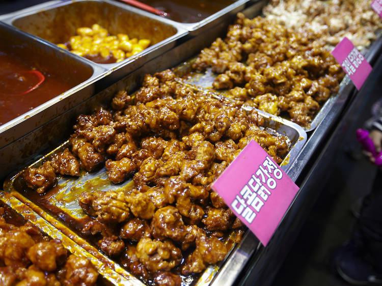 Kyuseu dakgangjeong (sweet and sour chicken)
