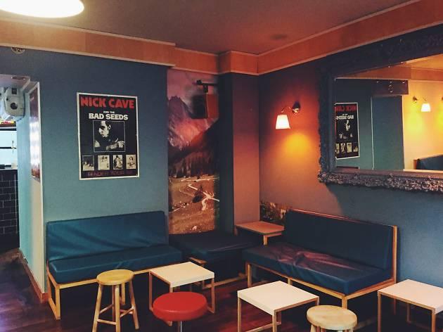 Le Motel Bars And Pubs In Bastille Paris