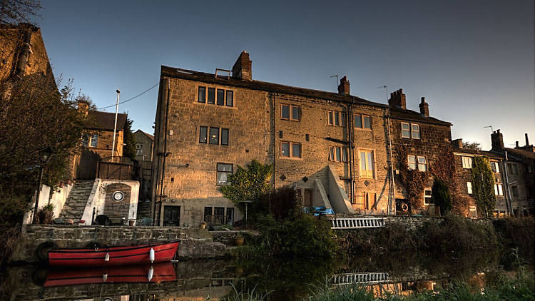 House in Rodley on Leeds Liverpool Canal