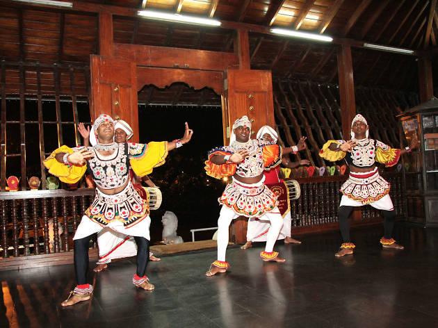 Get acquainted with Sri Lankan dance