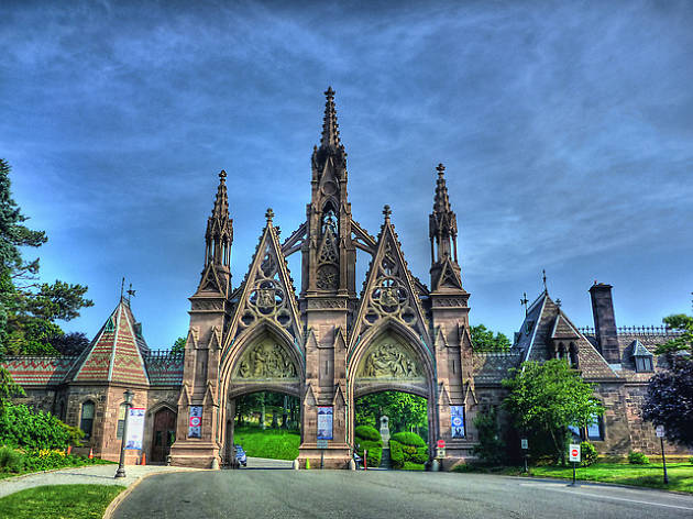 13 gorgeous photos of New York's cemeteries