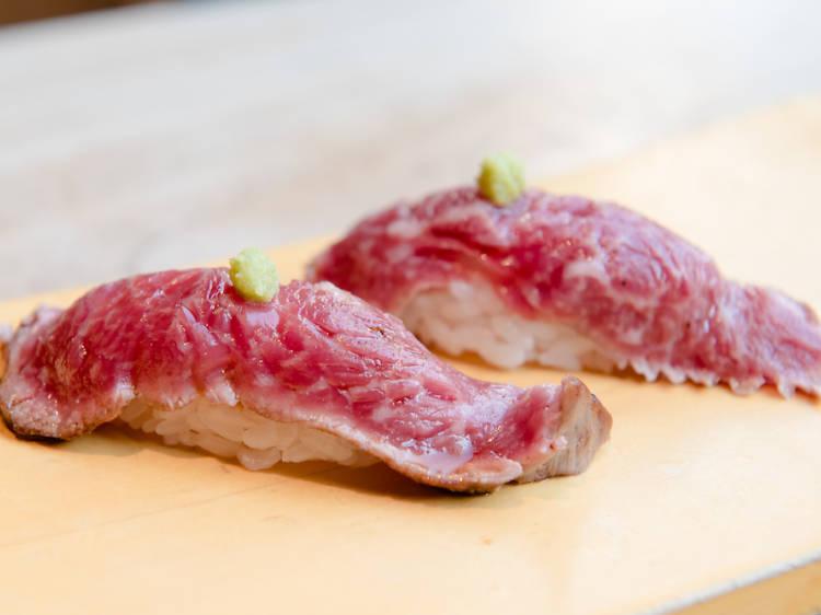 黒毛和牛を300円で食べる。