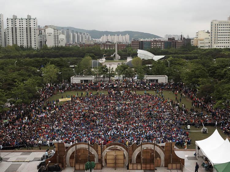 Seoul eye: 전국노래자랑은 계속된다