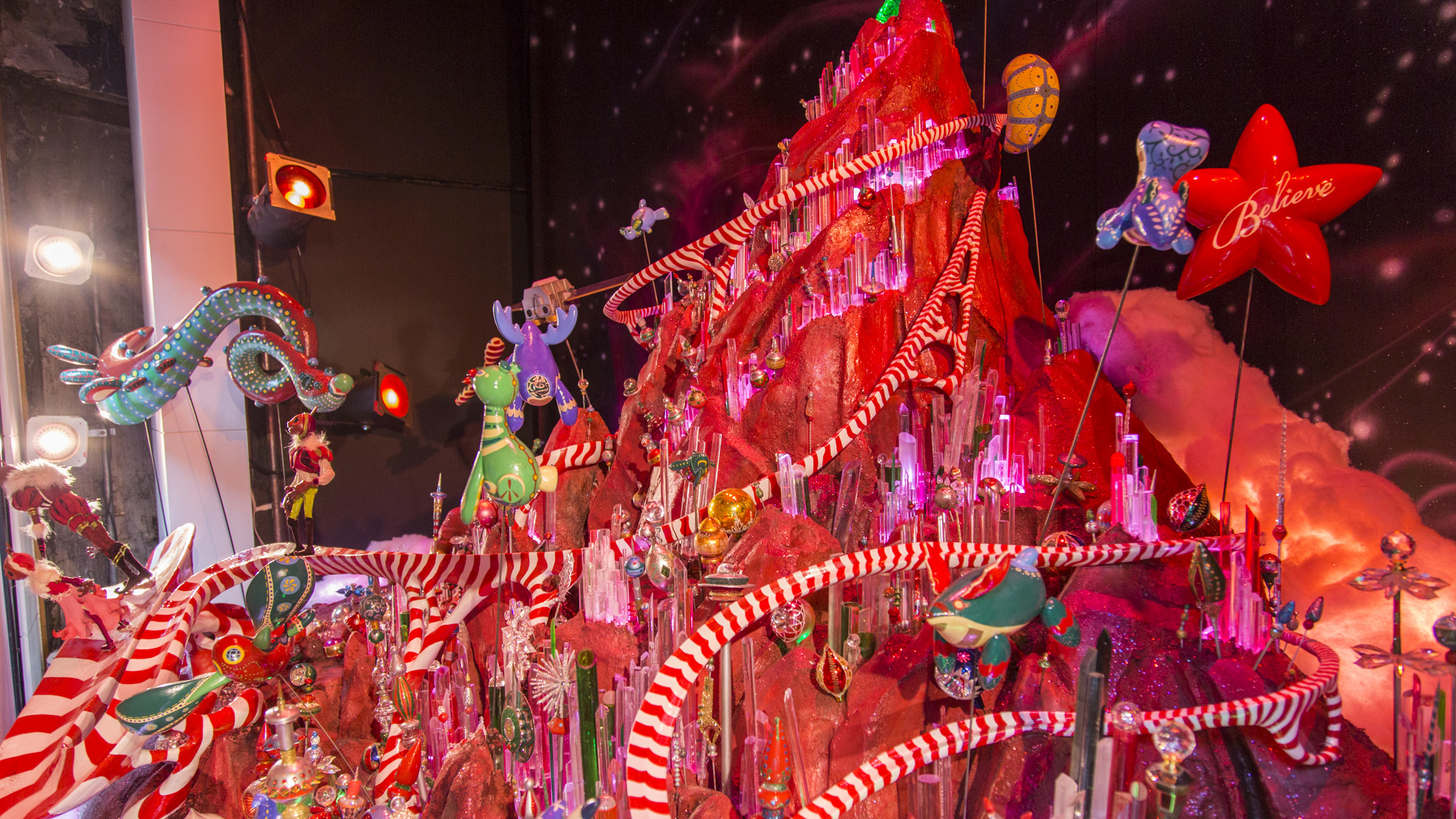 Macy's State Street prepares its holiday windows and decor