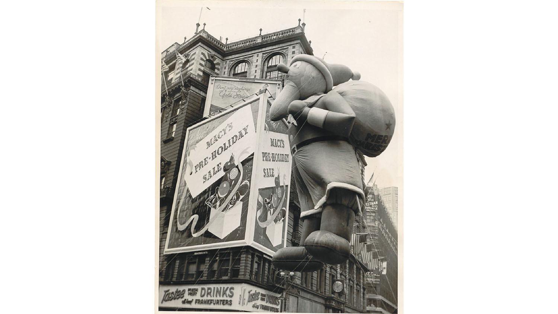 Santa balloon, 1940