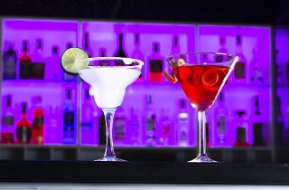 West 8 Cocktail Lounge & Bar