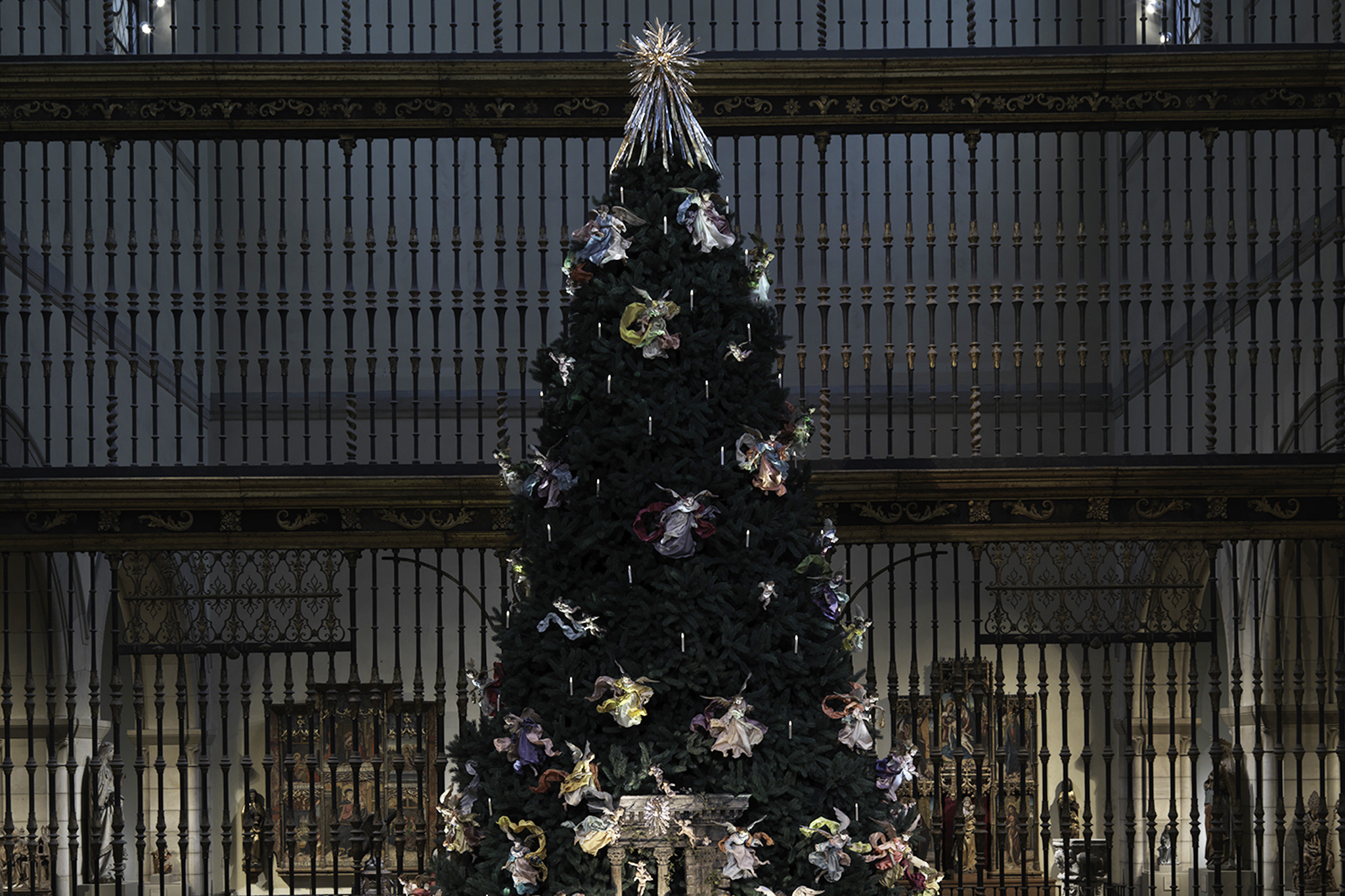 Metropolitan Museum Christmas Tree and Neapolitan Baroque Crèche