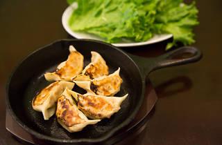 ハーブ餃子が味わえるNishiogi Kitchenオープン