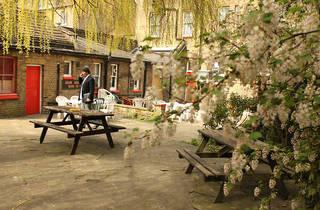 White Swan pub Charlton 2015