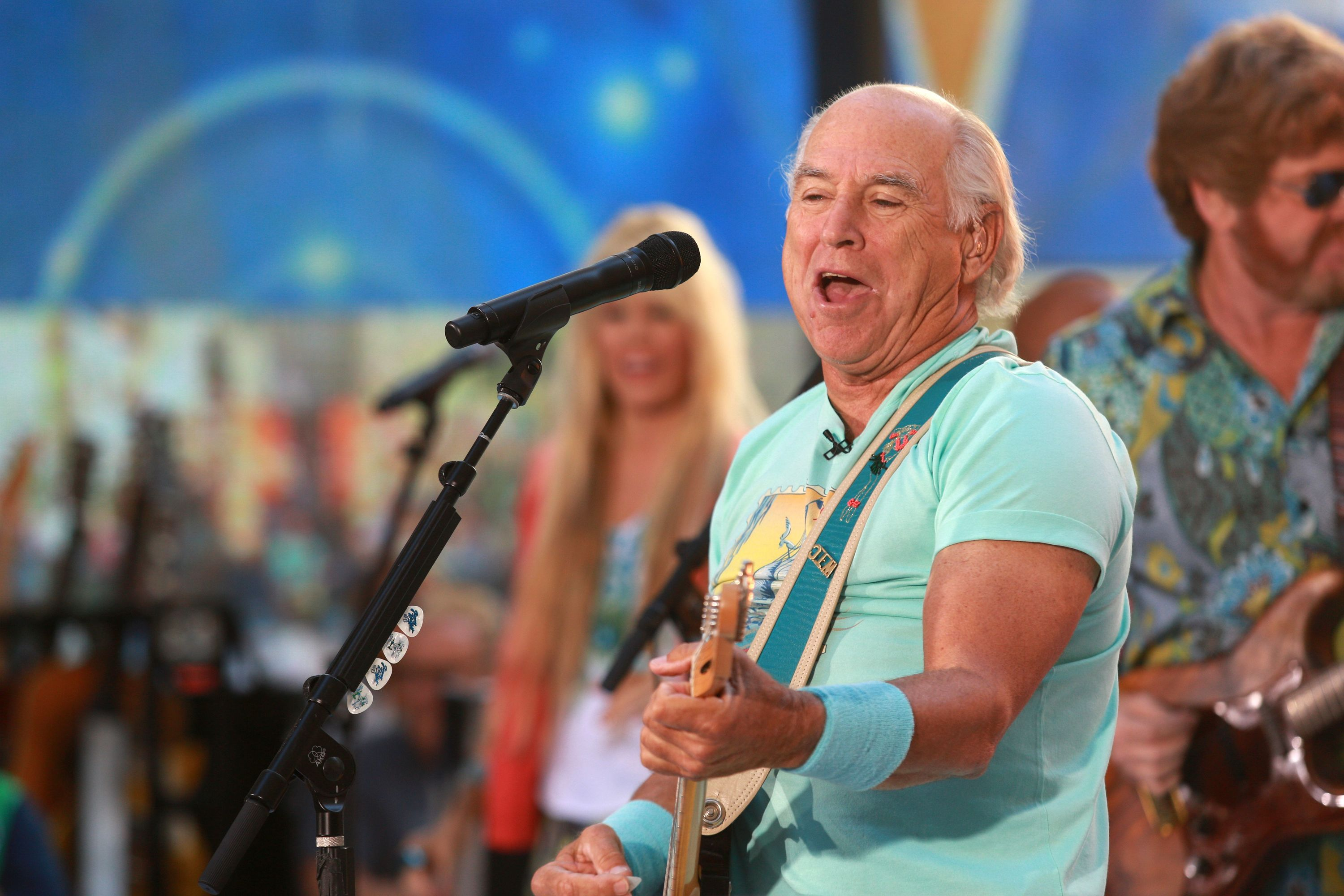 Jimmy Buffett and the Coral Reefer Band + Huey Lewis and the News
