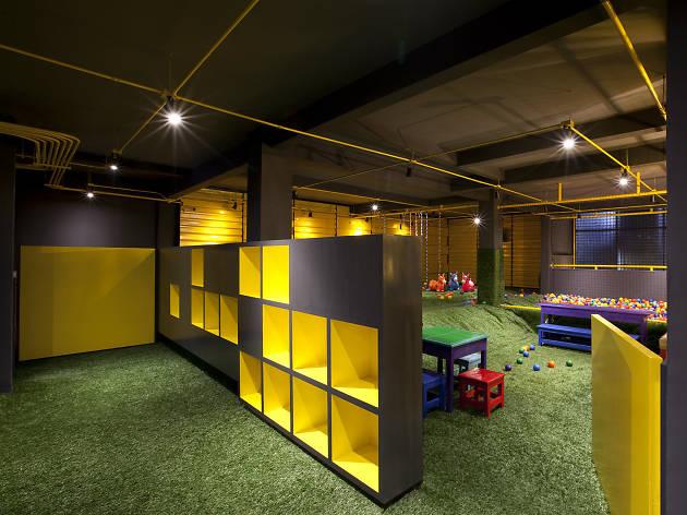 Restaurante con área de juegos para niños