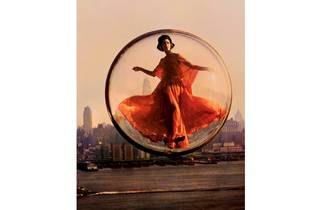 (Melvin Sokolsky, Over New York, 1963)