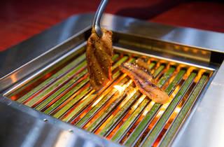 竹製の網で肉を焼くワンランク上の焼肉を体験してきた