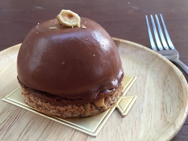 Hazelnut dacquoise from Rubberduck