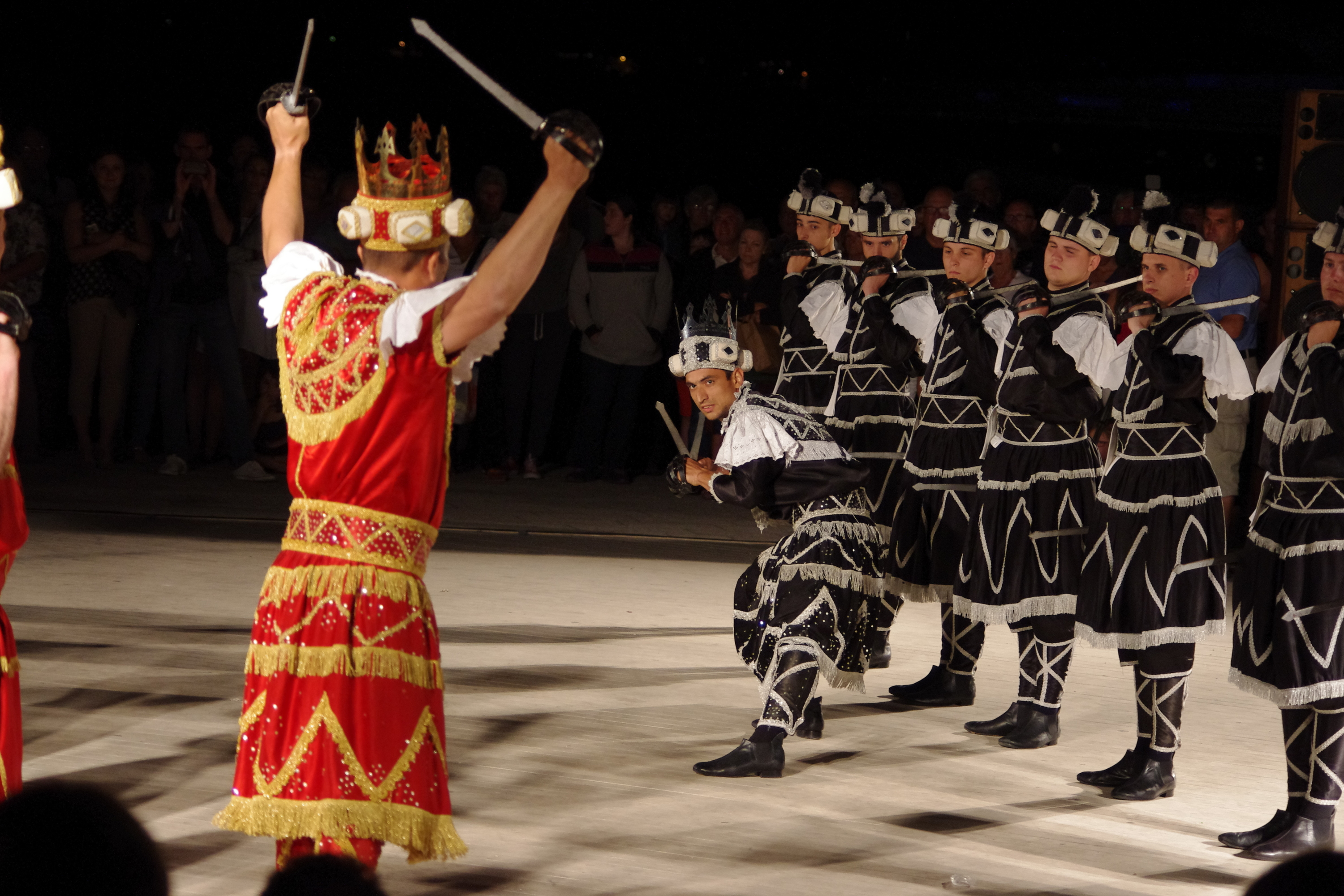 MoreÁka sword dance