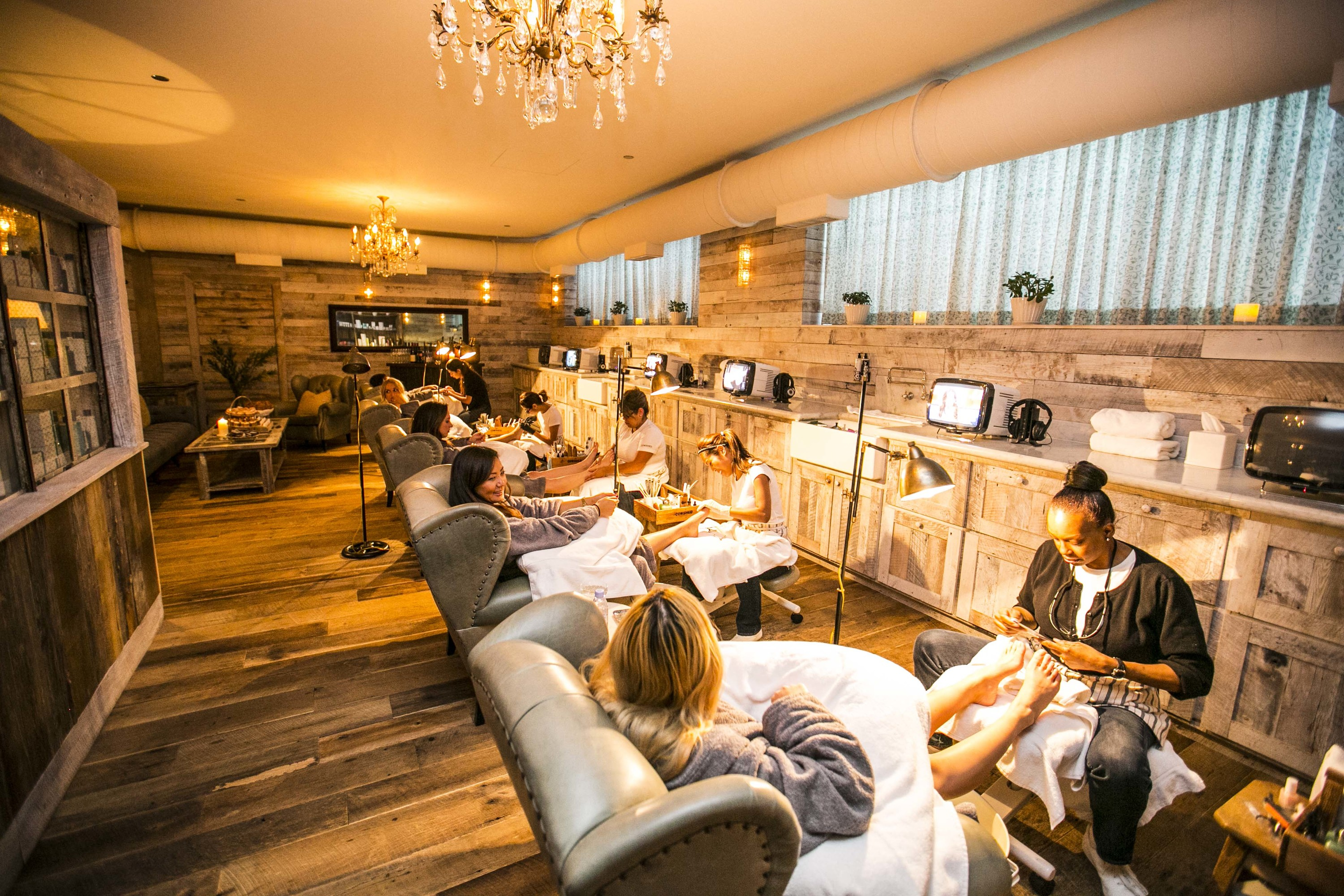 The Best Nail Salons In Chicago on venetian chic decor
