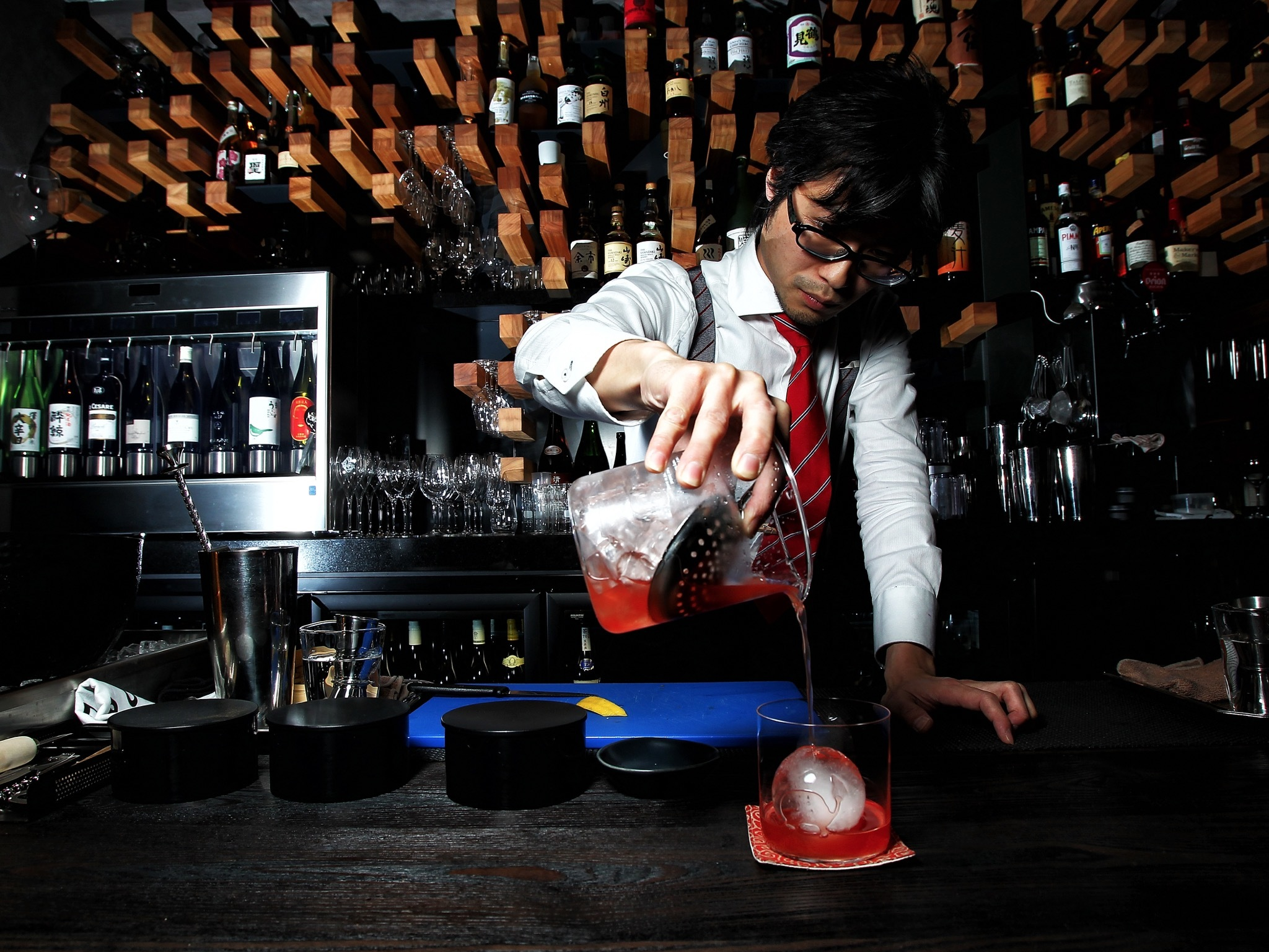 Bartender at Hihou (Photograph: Graham Denholm)